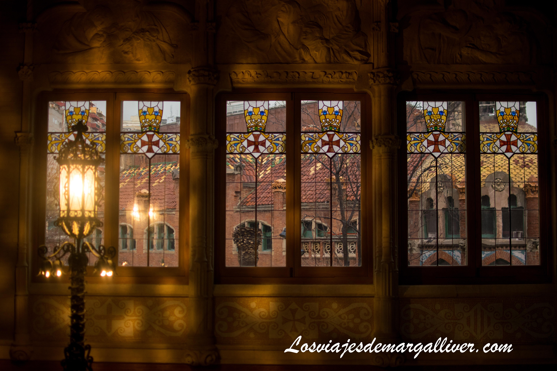 Detalle de los ventanales al visitar el Hospital de Sant Pau en Barcelona - Los viajes de Margalliver